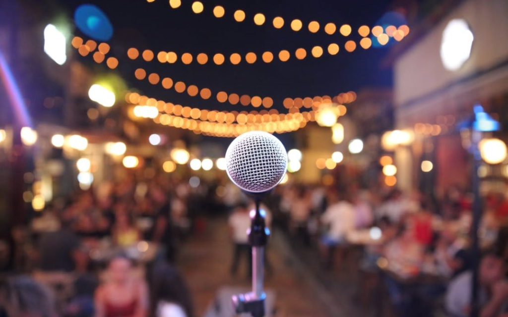 Microphone in front of an audience.